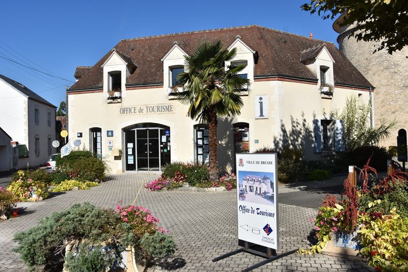 Bureau d'accueil à Briare de l'Office de tourisme des Terres de Loire et Canaux.
