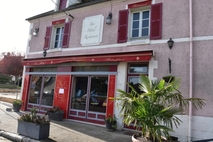 Beaulieu sur Loire-Restaurant de la Place d'Armes -façade