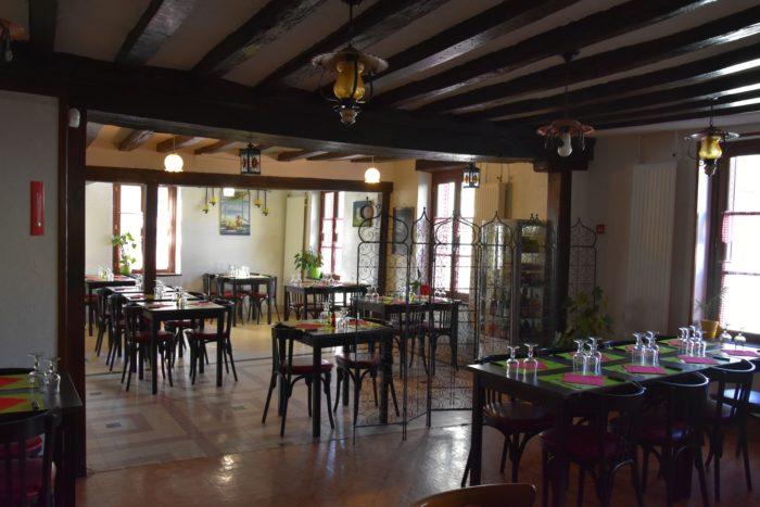 Beaulieu sur Loire-Auberge de la Tour-salle de restauration