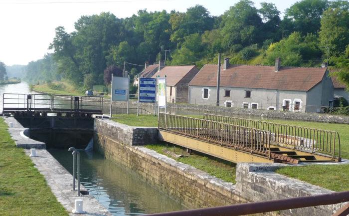 Beaulieu sur Loire -Ecluse de l'Etang 30 08 2013