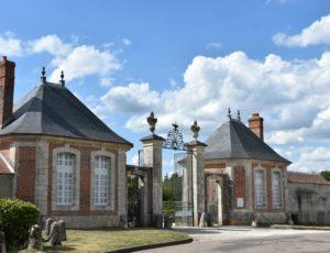 La Bussière – chateau entrée -1er août 2018 – OT Terres de Loire et Canaux – IRémy (71)
