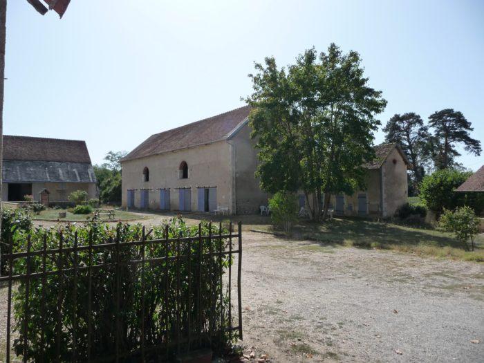 Briare-Meublé la poudre d'escampette-cour