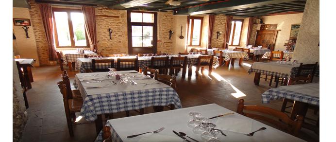 Dammarie en Puisaye-le relais du donjon-salle de restauration