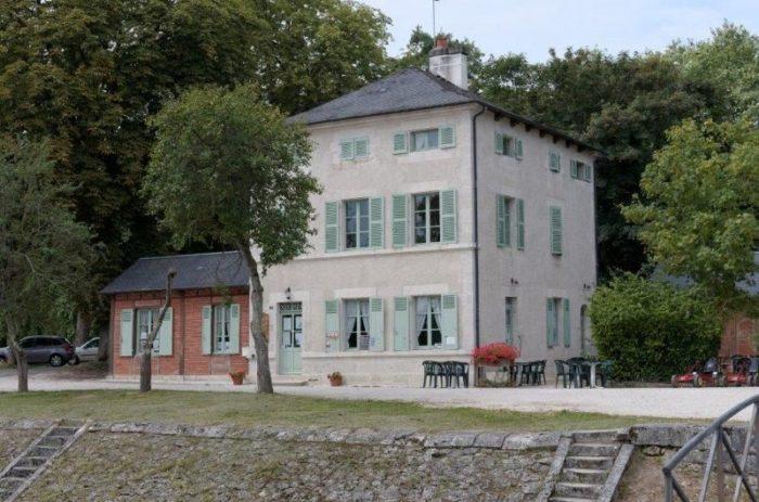 Châtillon sur Loire-Le Relais Mantelot-façade
